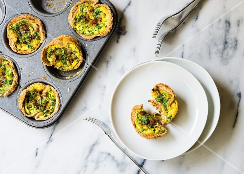 Mini quiches with courgette, bacon and parsley in a muffin tin