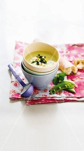 Cold pea & cucumber soup