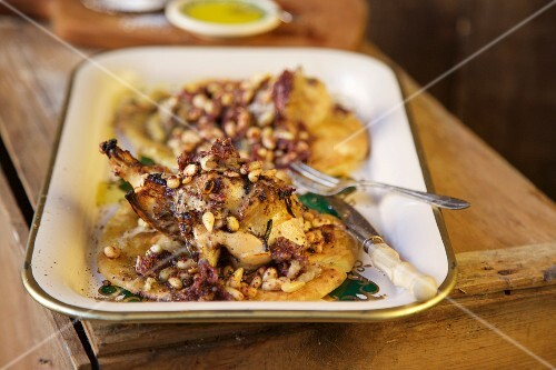 Roast chicken with olive oil on flatbread (Palestine)