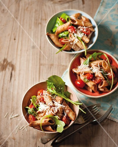 Penne with rocket, tomato and tapenade