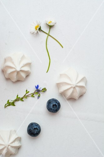 Meringue gems, blueberries and flowers