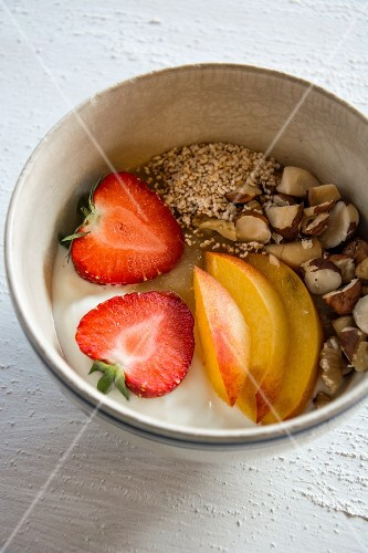 A breakfast bowl with amaranth, yoghurt, fruit and hazelnuts