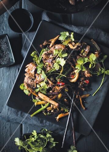 Stir-fried steak and mushrooms