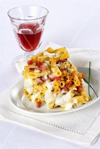 Maccheroncini gratinati (an Italian pasta bake with ham)