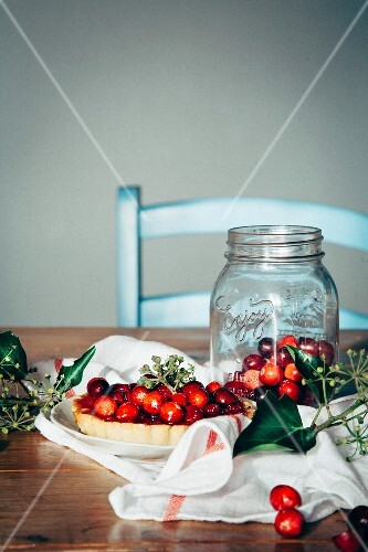 Cranberry pie and fresh cranberries
