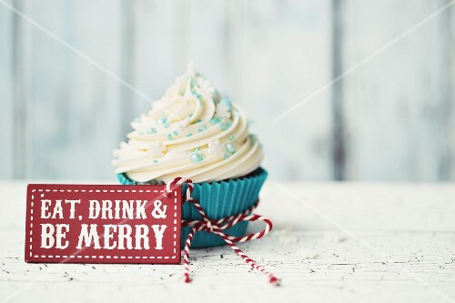 Cupcake with Eat, drink and be merry sign