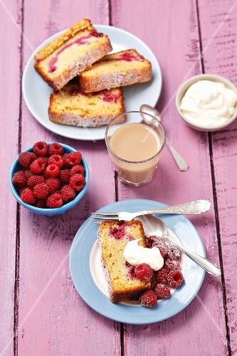 Loaf cake with raspberries and mascarpone