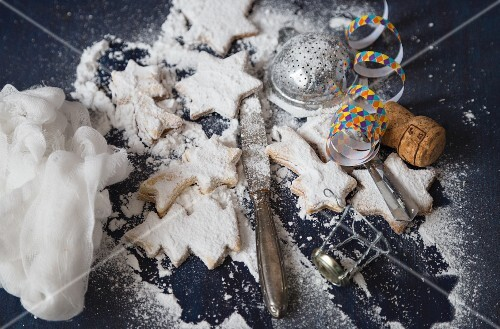Christmas biscuits with icing sugar