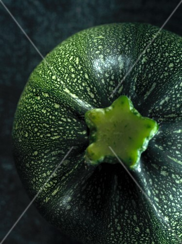 A round courgette (seen from above)
