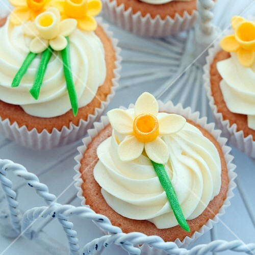 Cupcakes decorated with sugar daffodils