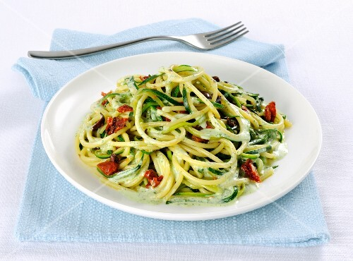 Spaghetti with courgette and olives