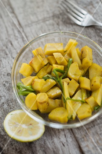Marinated chunks of common salsify with saffron