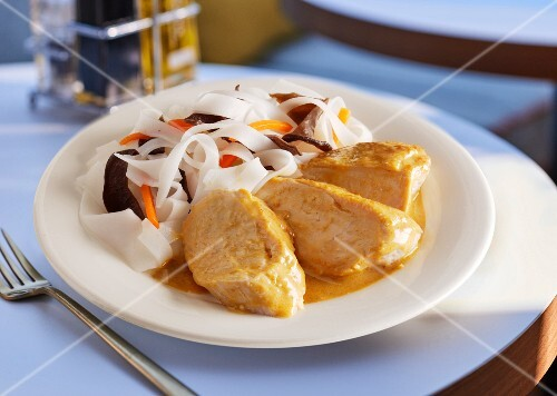 Chicken breast in sauce with flat rice noodles