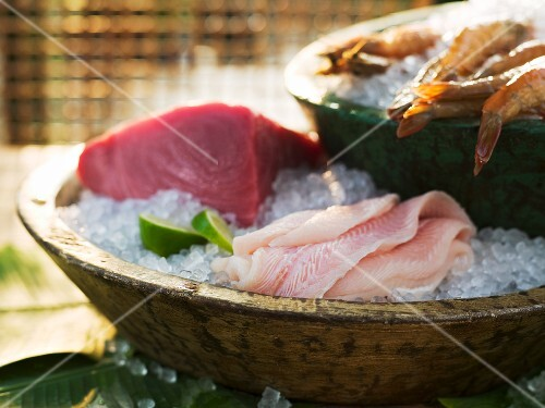 Sashimi in a wooden dish with crushed ice (Japan)