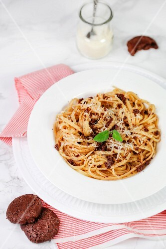 Linguine with brown amaretti and sage