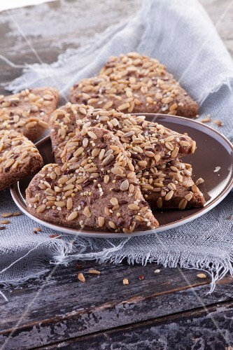 Wholemeal biscuits with sunflower seeds and linseed