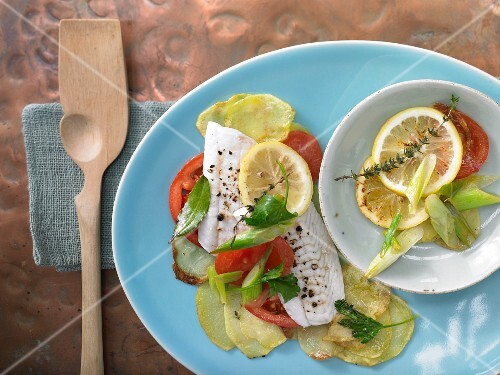 Fillet of sole with potatoes, tomatoes and lemons
