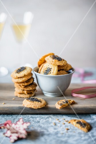 Cheese & poppy seed biscuits for Christmas