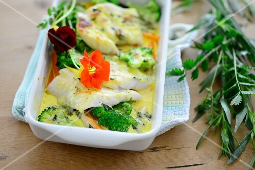 Herb-coated fish with vegetables
