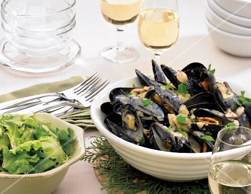 Mussels in cider with coarse mustard