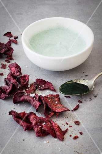 Beetroot chips and soya yoghurt with seaweed