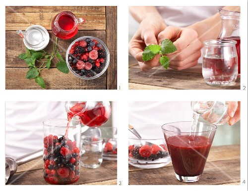 How to prepare a wild berry cocktail with cranberry