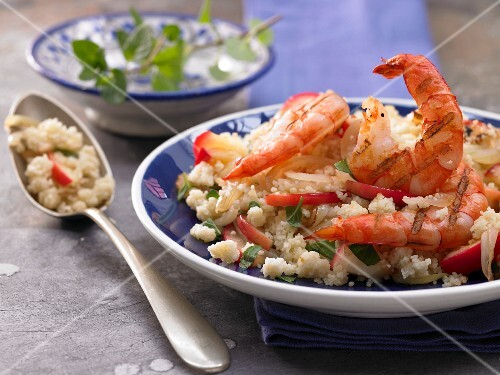 Apple and onion couscous with prawns