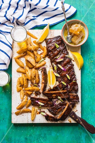 Spicy spare ribs with honey and potato wedges