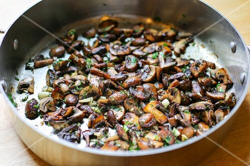 Stir-fried mushroms with herbs