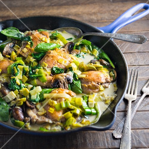 Chicken stir-fry with leek and basil