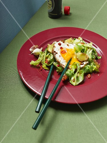 Wok-fried cabbage with a fried egg