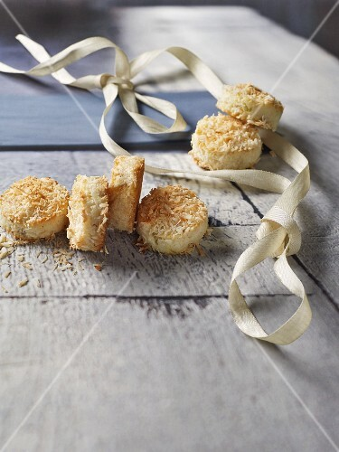 Pineapple and coconut macaroons for Christmas