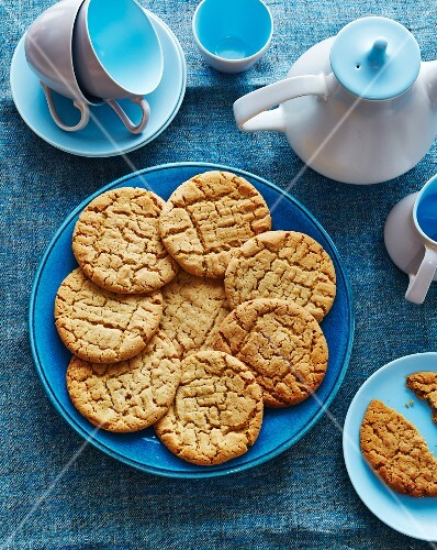 Peanut butter biscuits on a blue plate