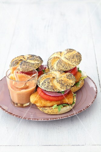 Chicken burgers with tomato and onion
