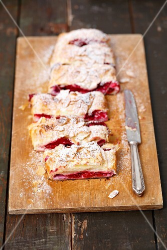 Puff pastry strudel with cherries and föaked almonds