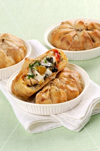 Pastries filled with mixed vegetables