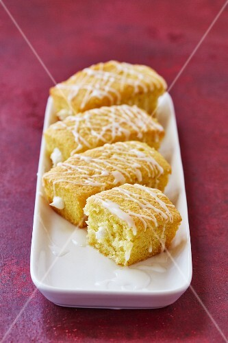 Homemade Twinkies (sponge cakes with a cream filling)