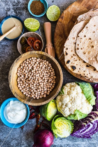 Ingredients for pan-fried cauliflower with chickpeas and spelt flatbread