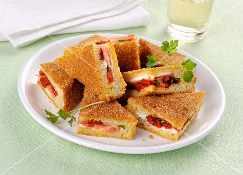 Fried sandwiches filled with roasted tomatoes
