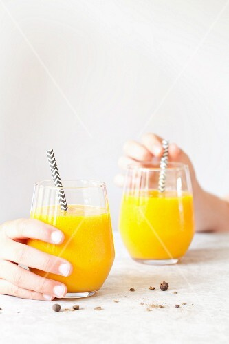 Mango and pineapple smoothies with turmeric