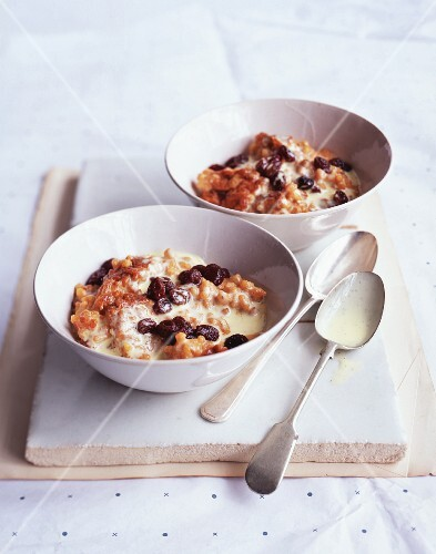 Rice pudding with fruit and chocolate chips