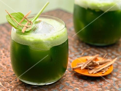 Melonen-Spinatsaft mit Zimt