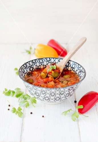 Vegetarian solyanka with peppers, tofu, gherkins, tomato purée and parsley