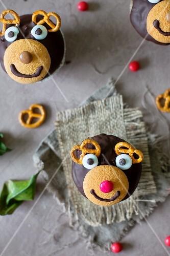 Cupcakes mit Rentier-Motiv zu Weihnachten (Aufsicht)