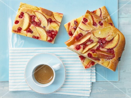 Nectarine and red currant cake with semolina and yoghurt