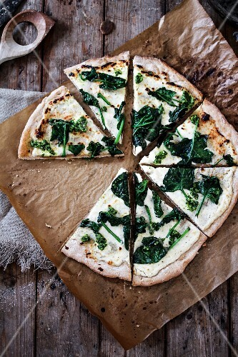 Pizza bianca with spinach and pesto