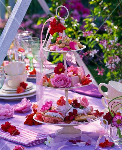 Sommerblumen Tischdeko Kleine Strausse Bild Kaufen 12146689