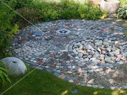 Interessant Gepflasterte Kleine Terrasse Bild Kaufen 12174827