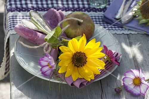 Tischdeko Mit Sonnenblumen Bild Kaufen 12181891 Friedrich