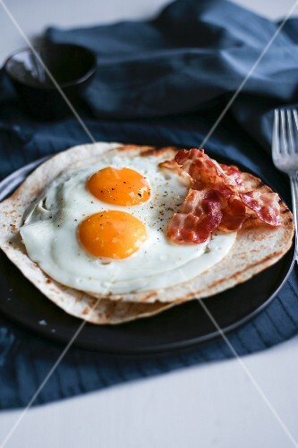 Breakfast tortilla with bacon and egg